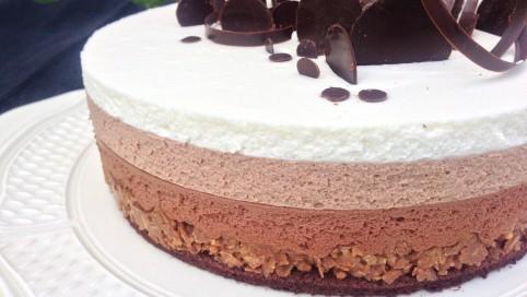 Délices et Gourmandises Trois chocolats sur croustillant pralinoise